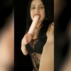 Jimena Galvez, su juguetito y su novio se van de compras y nos envían este vídeo. PepePorn.com