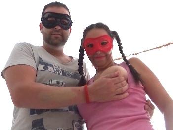 Carolina ( TETONAAAA ) y su novio David, nos reciben en su casa para que veamos como follan