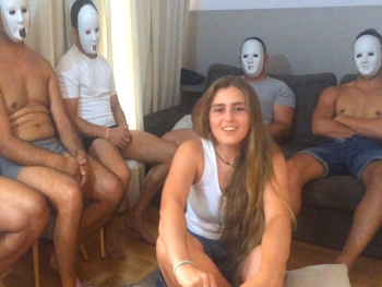 5 pollas para la teen Natalia. Se cruza media España para cumplir su fantasia